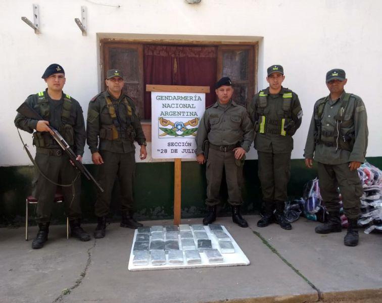 En uno de los operativos secuestraron 15 kilos 952 gramos de cocaína y 4 kilos 881 gramos de marihuana. Hay tres ciudadanos detenidos.