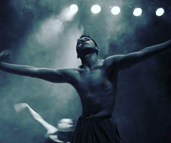 Angel Gutiérrez, bailarín, profesor y coreógrafo pone en escena un espectáculo previo a su partida por una beca de estudios en España.