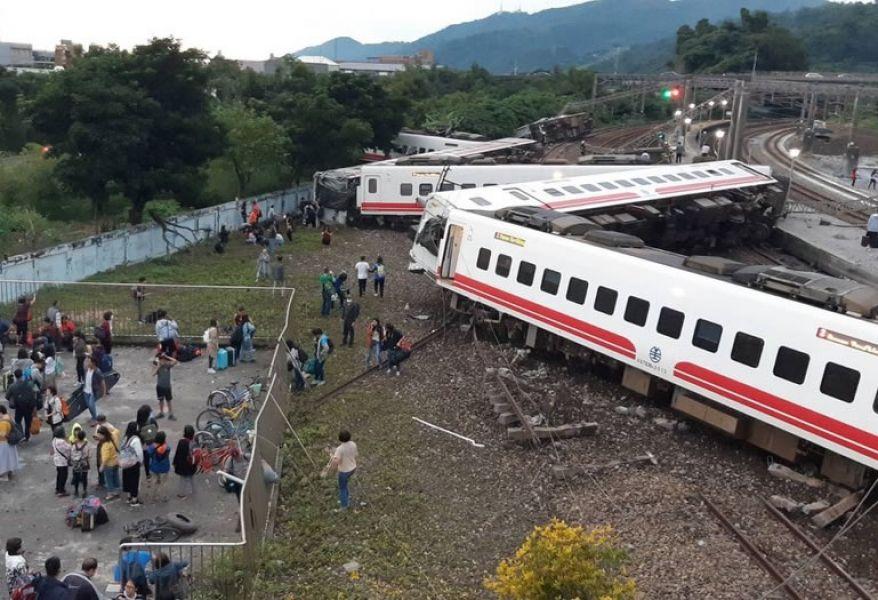 El peor accidente ferroviario en Taiwán desde 1991, cuando 30 pasajeros murieron y 112 resultaron heridos en el choque de dos trenes en Miaoli.
