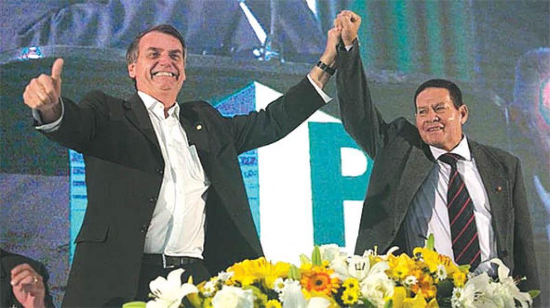 Bolsonaro junto a su vice Hamilton Mourao.