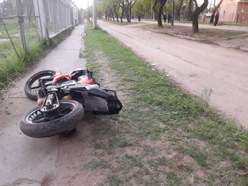 En un siniestro vial, fallecieron dos jóvenes de 16 y 18 años, luego de perder el contról de su motocicleta.