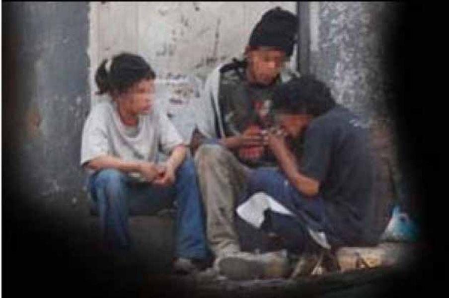 Vecinos de Barrio Democracia indican que el consumo de paco se da inclusive en niños de hasta 6 años.