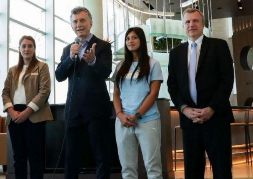 Por el confilicto con trabajadores areonáuticos y vuelos suspendidos, Macri abrió la puerta a la privatización de Aerolíneas.