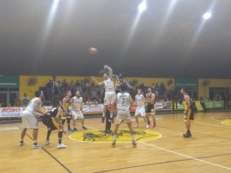 Comienza el encuentro, donde Central Olímpico le cortó la racha ganadora a Salta Basket.
