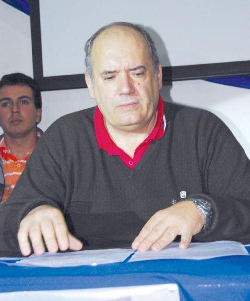 """Carlos Alurralde, presidente en ejercicio del """"Santo""""."""