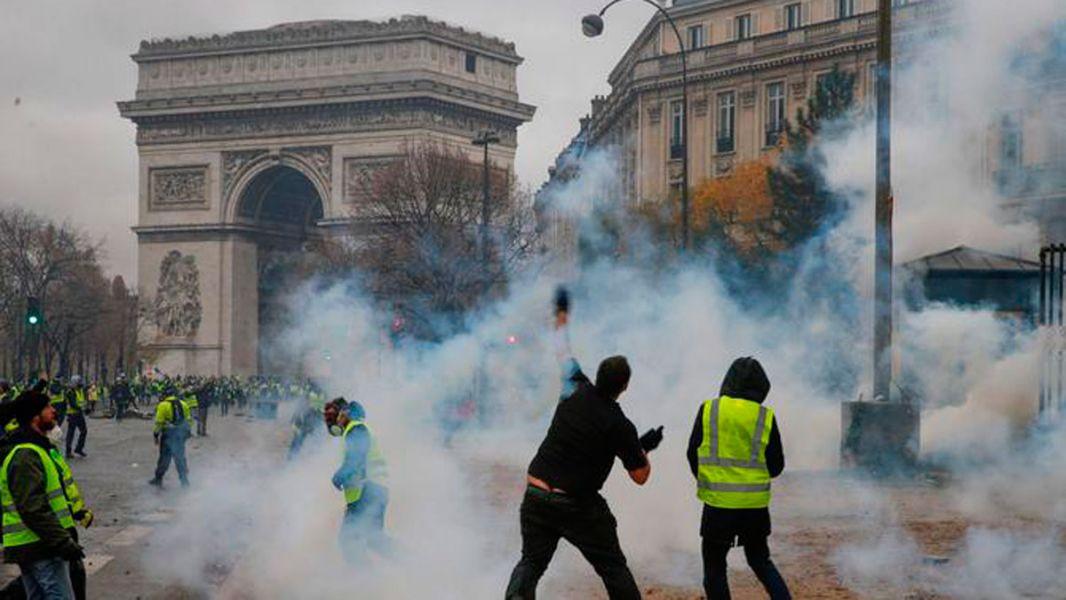 Se generaron disturbios de una magnitud inédita en París con 133 heridos entre ellos 23 de las fuerzas de seguridad.