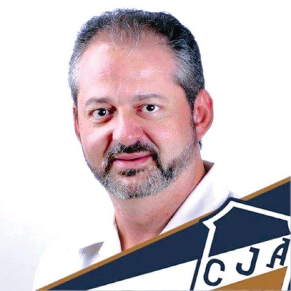 Horacio Mdalel, socio vitalicio de Juventud.