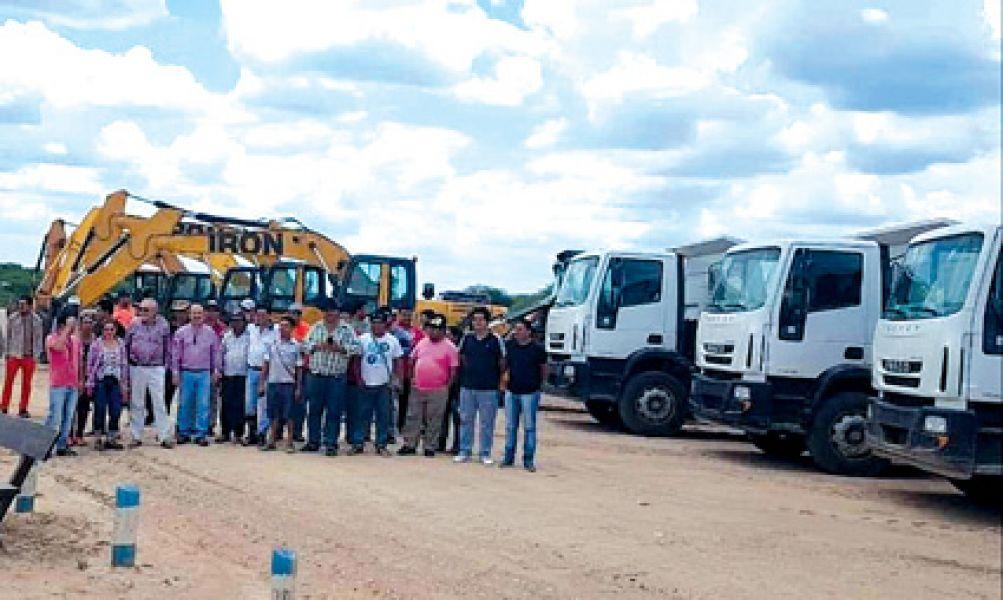 Nuevas excavadoras, camiones y equipos para tareas preventivas y para evitar inundaciones en temporada estival en el norte provincial.