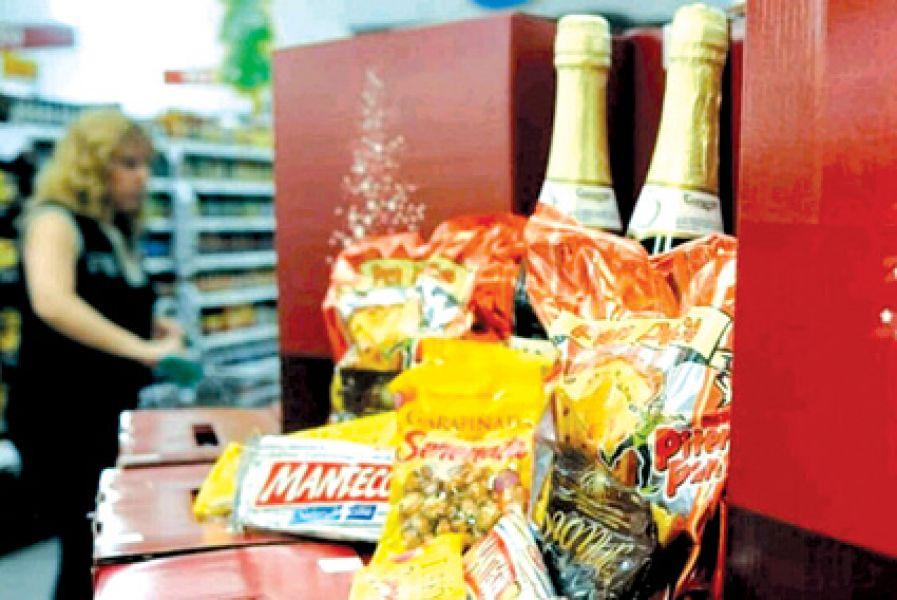 Entre los productos que se acordaron tengan precios estables se encuentran los que integran las canastas navideñas.