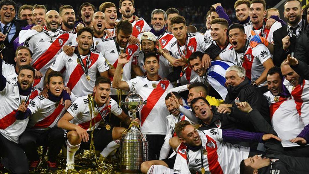 Los jugadores del equipo de River Plate celebraron en Madrid otro título internacional, la cuarta Libertadores de su historia.