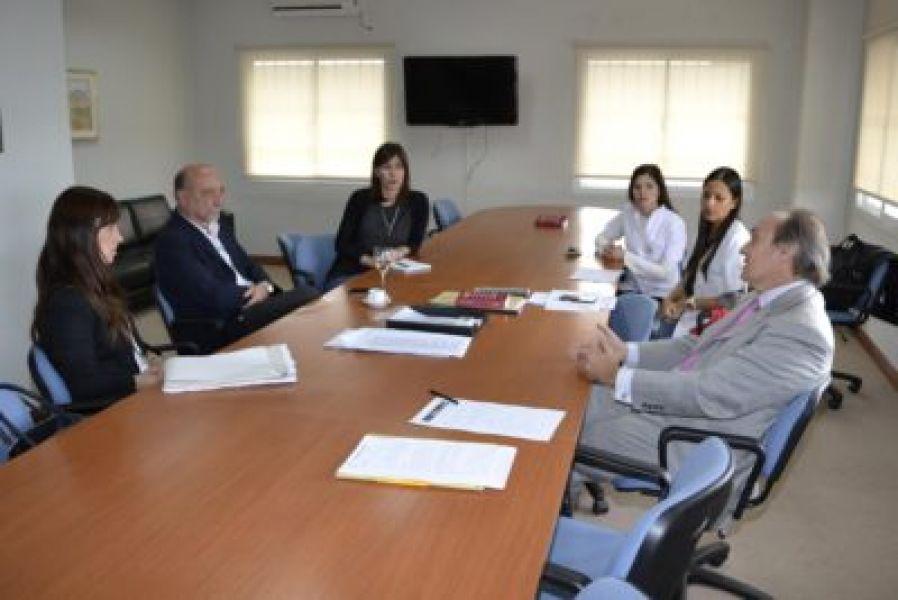 El procurador Pablo López Viñals y el ministro de Salud Pública, Roque Mascarello, en una programa conjunto sobre violencia de género.