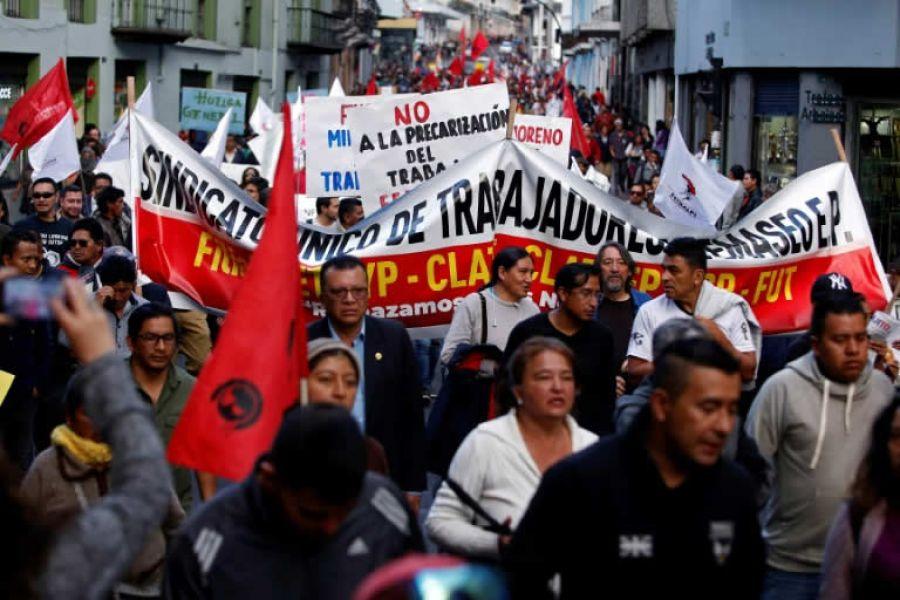 Manifestantes protestan el 27 de diciembre de 2018 en Quito contra medidas económicas que incluyen el aumento de los combustibles.