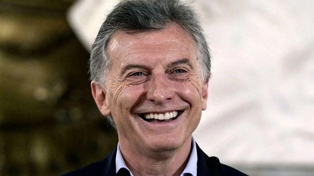 Mauricio Macri con su firma electrónica suscribió el decreto de aumento de su sueldo mientras descansa con su familia en Neuquén.