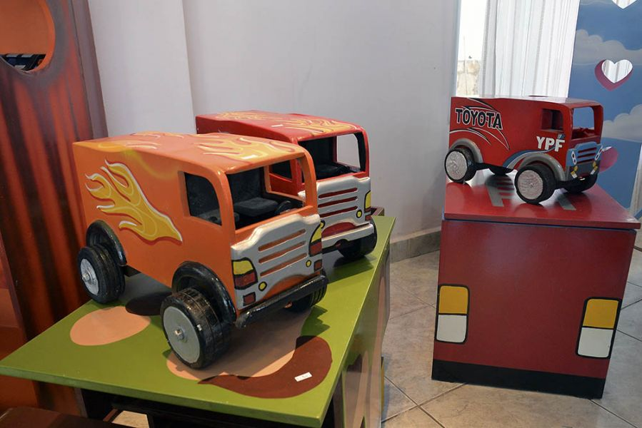 Los juguetes son fabricados por internos del Departamento de Capacitación y Producción de la cárcel.