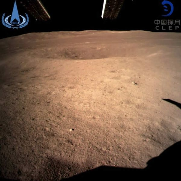 """El""""lado oscuro"""", de la Luna se llama, aunque es inapropiado, ya que la luz solar baña toda la superficie del satélite de la Tierra."""