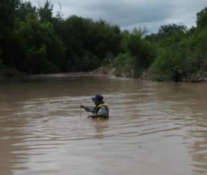 En medio del cauce del río Arenales se localizó el cuerpo del pequeño en el sector denominado La Pedrera.