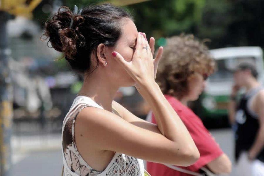 El golpe de calor se produce por la pérdida de agua y sales esenciales que el cuerpo humano.