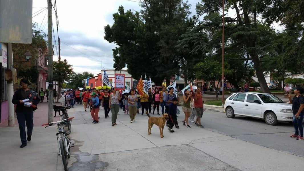 """Hoy se realiza un """"boletazo"""" ante SAETA. El lunes hubo una marcha por el aumento del boleto en Rosario de Lerma."""