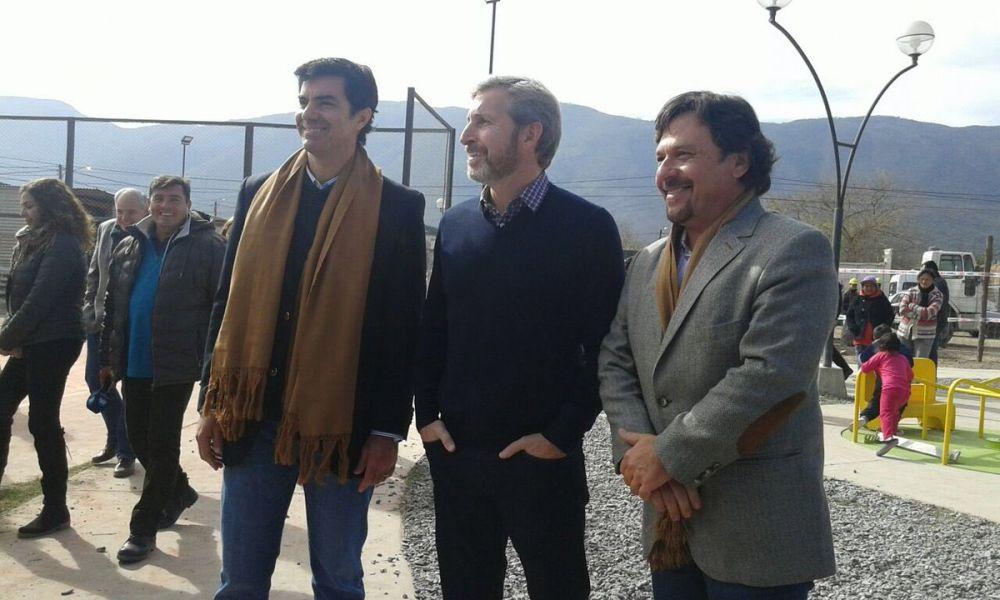 A pesar de la visita y promesas de Rogelio, Urtubey y Sáenz en julio pasado, las obras del barrio Gauchito Gil siguen estancadas.