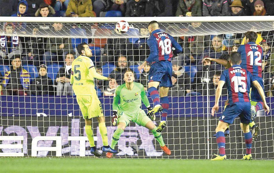 El Levante ganó siempre. Como aquí, en el primer gol.