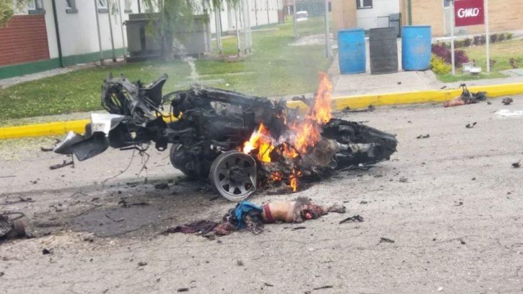 Así quedó la camioneta tras la explosión. Vuelve el terror que los bogotanos creían que había quedado en el pasado.