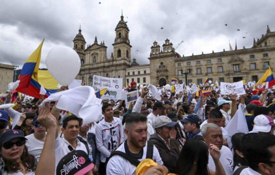 """""""Hoy Colombia les dice ya basta, ya no más ELN, ya no más terrorismo. Colombia está unida para derrotar esta criminalidad""""."""
