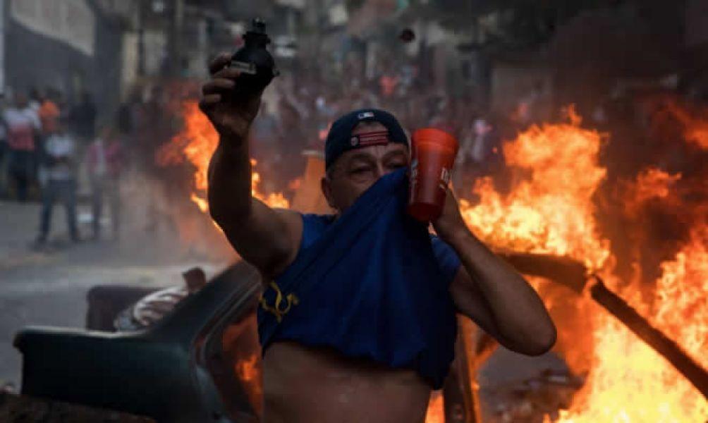 Militares venezolanos que se habían sublevado contra Nicolás Maduro terminaron presos. Hubo disturbios en las calles venezolanas.