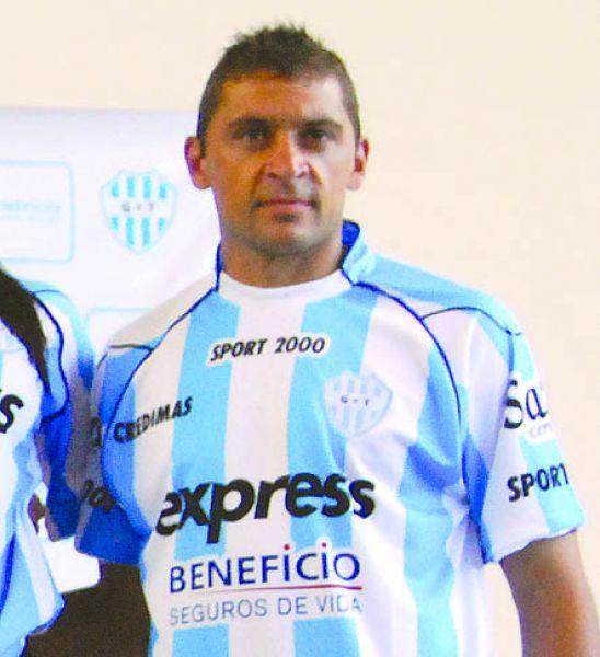 """Pablo Motta, volvió pero todavía no pudo jugar en Gimnasia. La """"Juve"""" aún no envía la rescisión del contrato."""