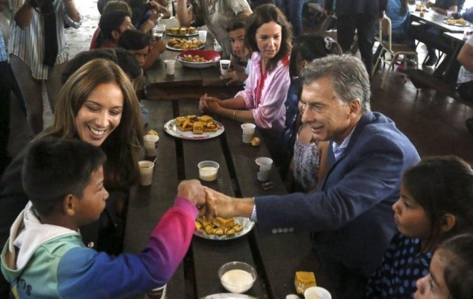 Vidal y Macri se muestra juntos, esta vez en un comedor asistencial desayunando con chicos de un centro recreativo en Ezeiza.