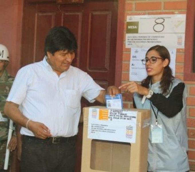 Evo Morales afirmó que se fortaleció la democracia luego de votar por primera vez en elecciones primarias camino las generales de octubre.