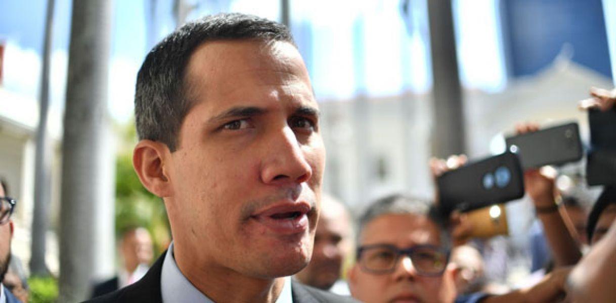 La máxima corte dictó al autoproclamado Juan Guaidó una prohibición de salida del país y realizar transacciones financieras.