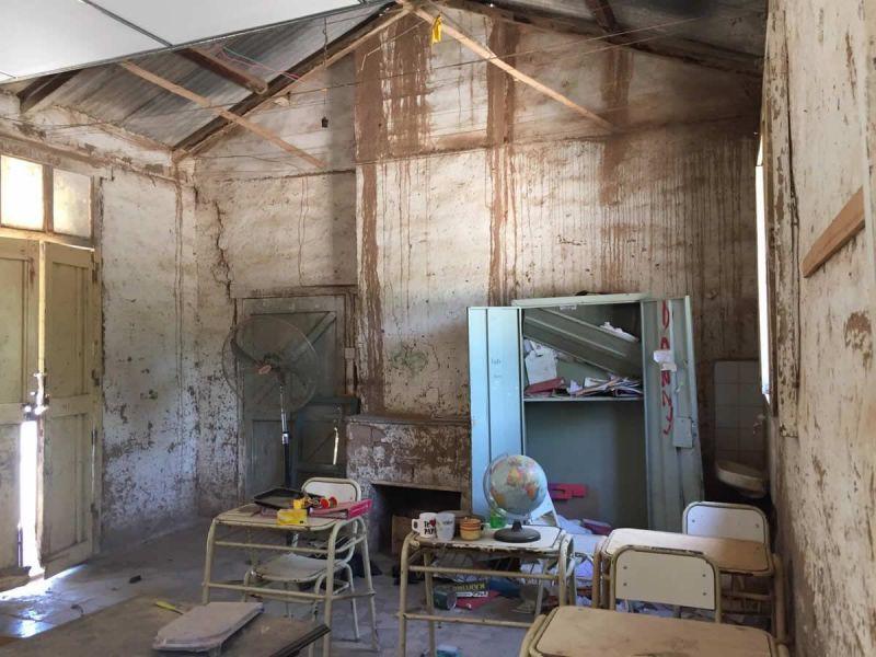 Afirman que las reparaciones estaban previstas antes del acampe wichi de Misión Chaqueña en la Plazoleta IV Siglos. (Fotos: Radio Nacional Salta).
