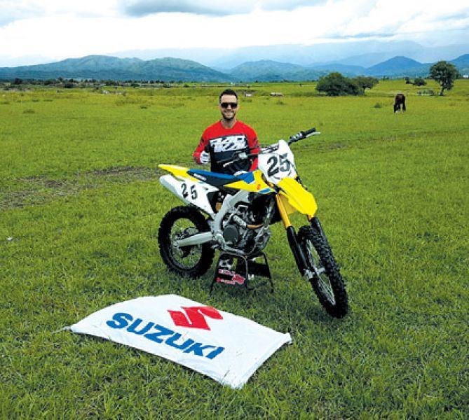 José Fili ya tiene la moto con la cual dará pelea en el Argentino de MX: la Suzuki del Radical Factory.