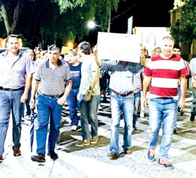 A las masivas marchas por el agua en Metán, se elevará el reclamo a la Legislatura. Autoridades municipales acompañan el reclamo.