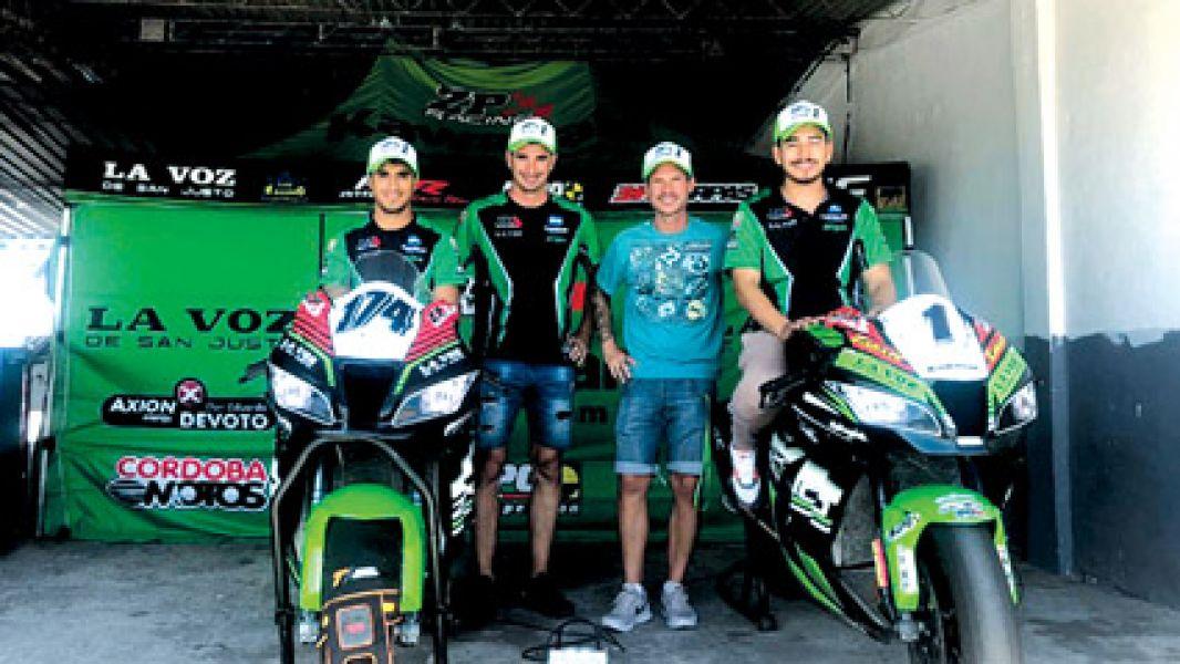 El salteño Juan Zárate a bordo de la Kawasaki ZX10 N°1, junto a Sebastian Porto,  Pablo Zipiliván y Andrés González.