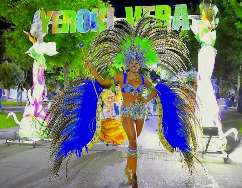 """""""Yeroky Vera"""", la afamada comparsa correntina creada hace 17 años, llega a Salta para desfilar en el corsódromo de la zona de Limache."""