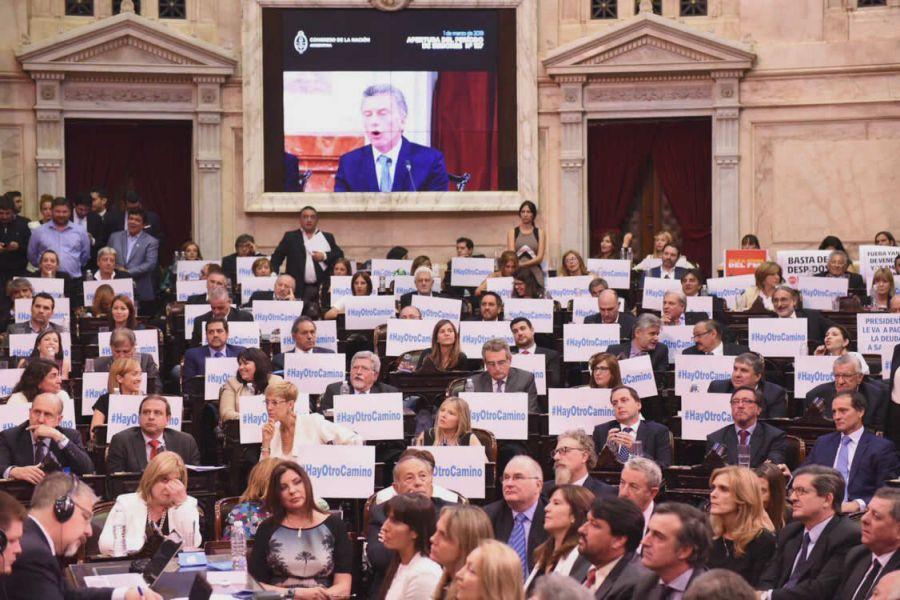 """La oposición fue dura con Macri por su discurso alejado de la realidad. En su mayoría lo calificaron como """"hipócrita, plagado de mentiras""""."""