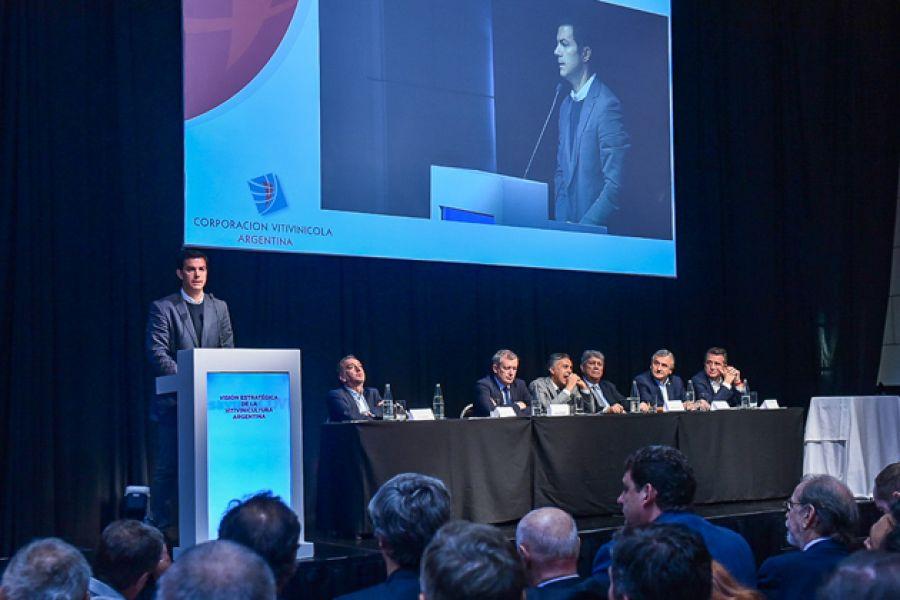 Urtubey durante la charla en la provincia de Mendoza.