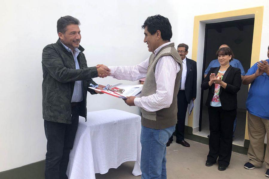 El subsecretario de Gestión del Ministerio de Salud, Omar Sochez y el director del  nosocomio Osvaldo Morón acompañaron en el acto de entrega.