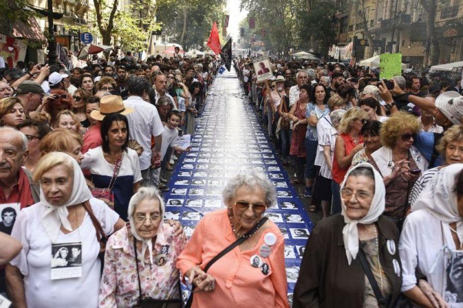 La movilización principal estuvo organizada por Abuelas de Plaza de Mayo, entre otras.