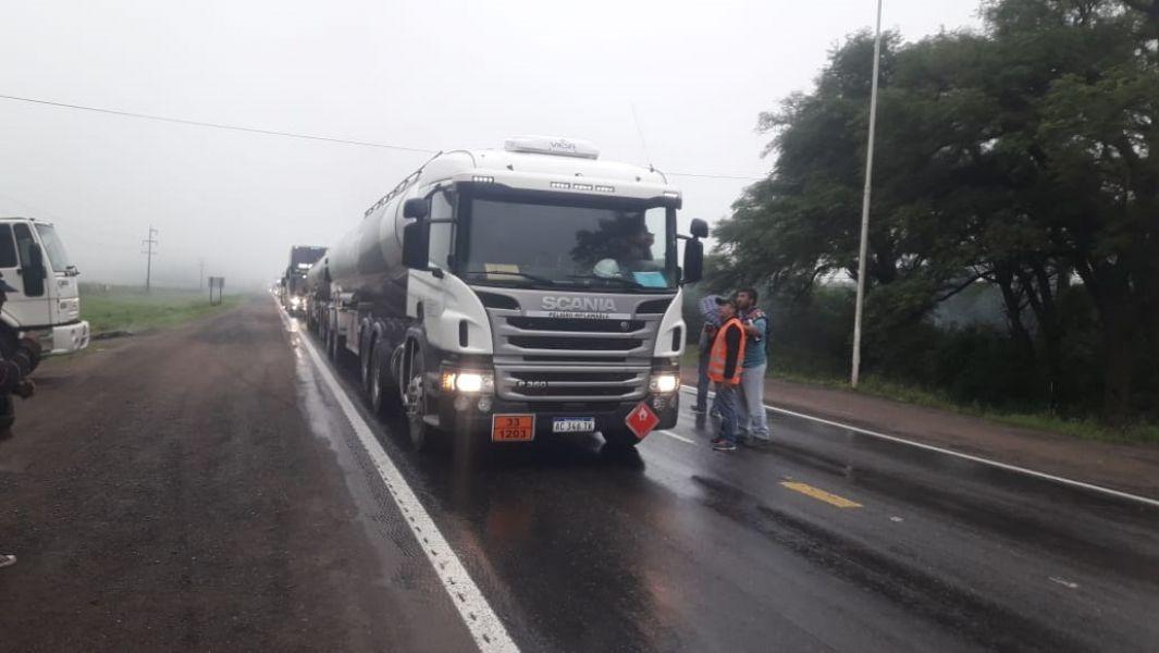 Los camiones se apostaron en la salida de Metán.