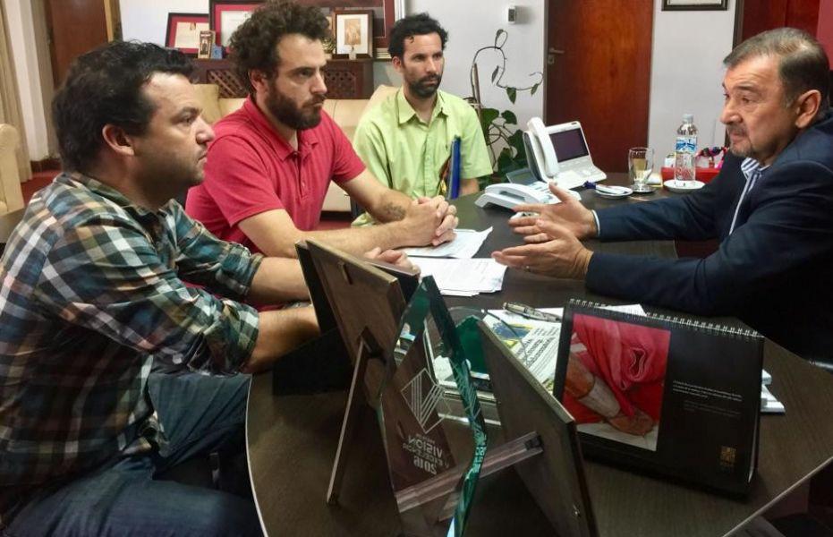 Los delegados gremiales de la Sinfónica con Miguel Isa, El vicegobernador les manifestó su compromiso por una solución definitiva.