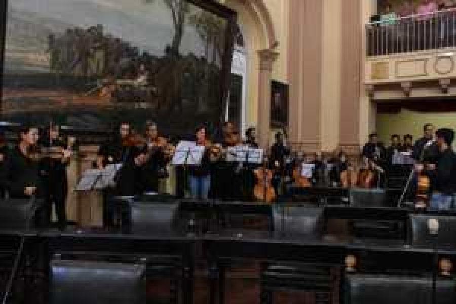 Los músicos de la Orquesta Sinfónica sin estabilidad laboral.