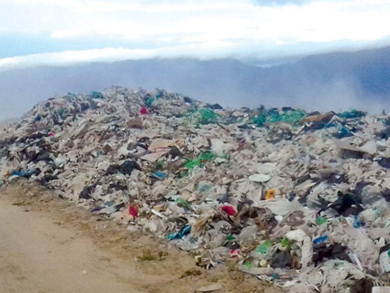 Los residuos que ingresan diariamente al vertedero ubicado en Animaná, están a cielo abierto, sin el tratamiento correspondiente.