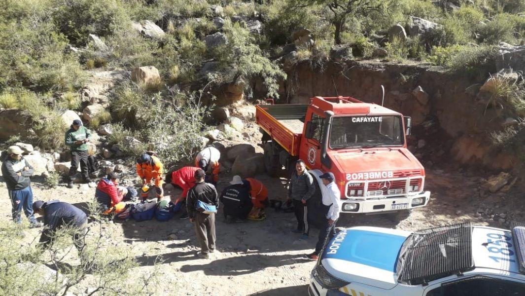 El hombre rescatado en Cafayate se desbarrancó desde una altura de 4 metros.