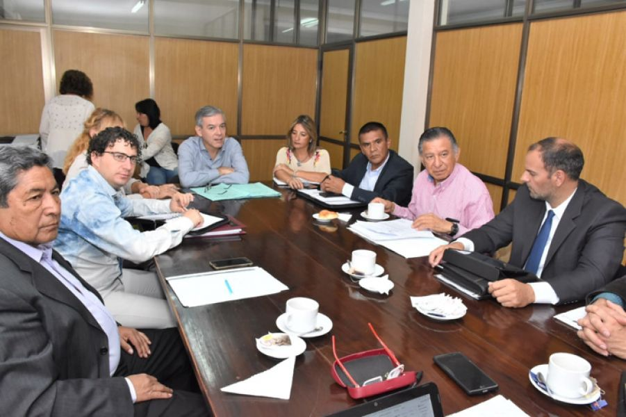 El  titular del CUCAI Salta, Raúl Ríos con senadores de la provincia, manifestaron que están a la espera de la adhesión a la Ley del donante presunto.