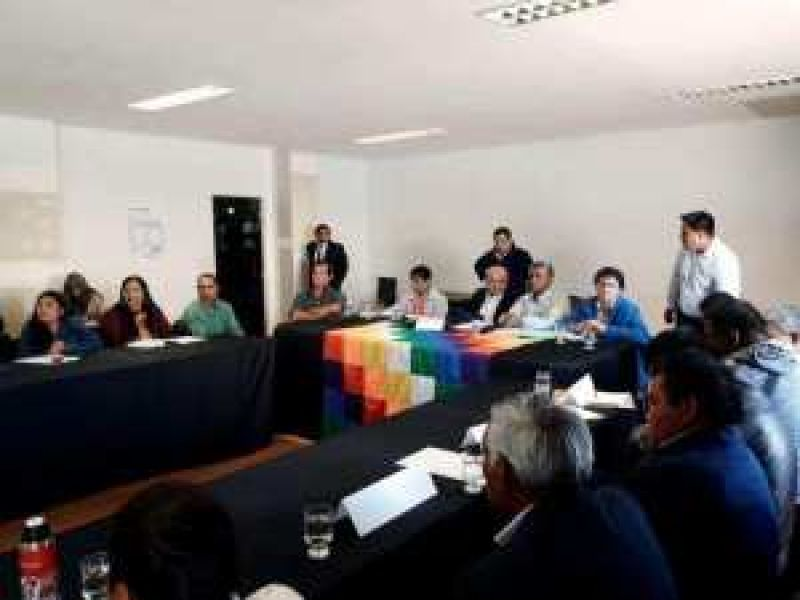 Reunión celebrada en el Senado con miembros de comunidades indígenas.