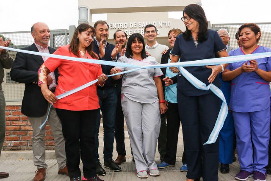 Corte de cintas en el nuevo edificio del Centro de Salud Nº 10 de barrio 20 de Febrero.