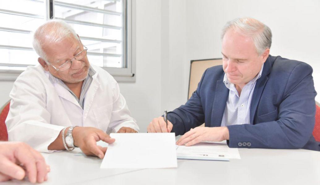 Cánepa y Moreno en la firma del convenio.