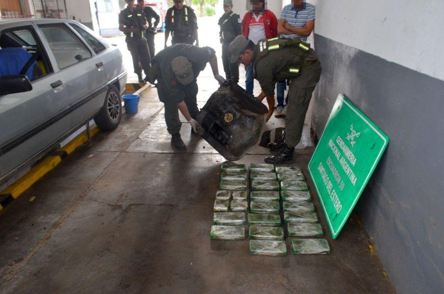 La droga fue secuestrada en un vehículo de origen jujeño, en Santiago del Estero.